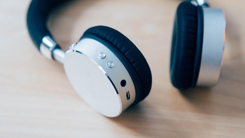 Satechi aluminum wireless headphone 8